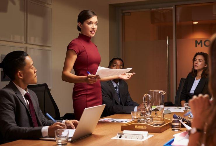 Ilustrasi pentingnya komunikasi yang baik antara bos dan bawahan (Sumber: shutterstock via lifestyle.kompas.com)