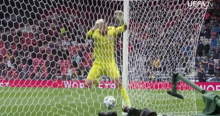 Gol Patrik Schick ke gawang Skotlandia (Sumber: uefa.com)