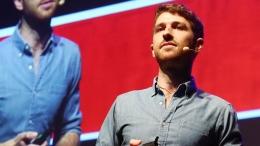 Tristan Harris ketika mengisi acara TEDxBrussels 2014. Sumber: Google Image (youtube.com)