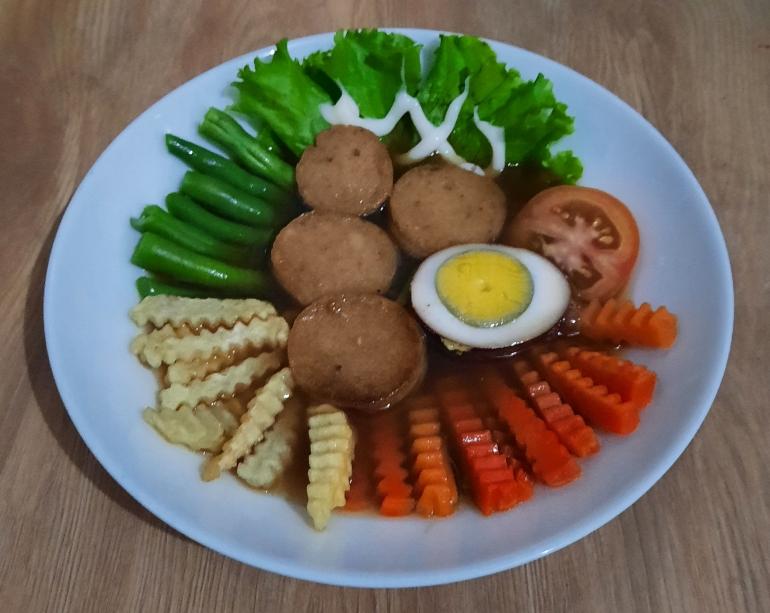 Ilustrasi gambar, Salad Solo Santapan Sehat Nutrisi Tinggi, dokpri Yuliyanti