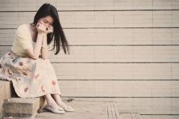 Ilustrasi remaja yatim piatu bersedih (foto dari kompas.com)