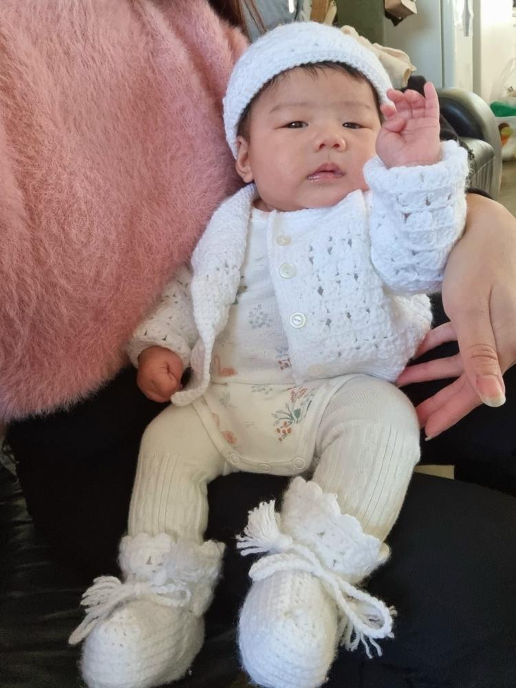 baju,topi dan sepatu dipakai cicit Hayley (dok pribadi)
