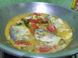 masukkan ikan semar  Foto: Siti Nazarotin