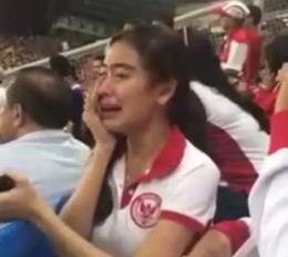 supporter bola menangis, sumber gambar ; okezone.com