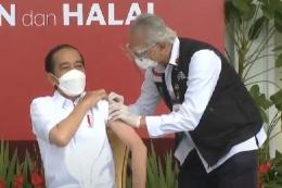 Presiden Jokowi mendapat suntikan vaksin Covid-19 pertama (Foto: kompas.com/kompas.tv)