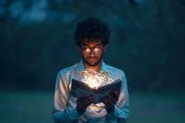 ilustrasi membaca buku untuk menambah wawasan tentang hal yang disukai atau diminati   Photo by Kaushal Moradiya from pexels