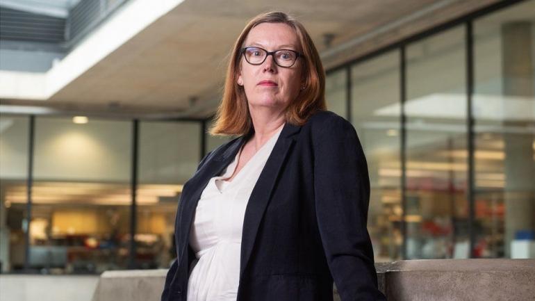 Gila Lu, Sarah Gilbert! Duit Vaksin Dilepas Begitu Saja! (bbc.com)