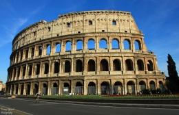 Colosseum dilihat dari Via Celio Vibenna. Sumber: koleksi pribadi