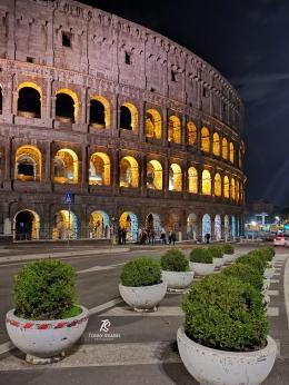 Colosseum, ikon kota Roma paling terkenal. Sumber: koleksi pribadi