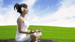 Meditasi sebagai salah satu model komunikasi dengan diri sendiri. Suara.com