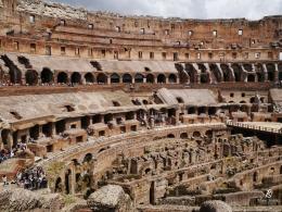Tempat duduk berjenjang di Colosseum. Sumber: koleksi pribadi