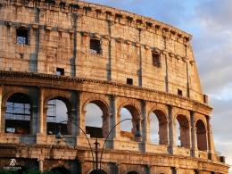 Dinding luar Colosseum - Roma. Sumber: koleksi pribadi