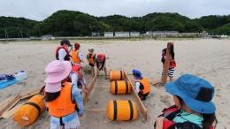 Ilustrasi anak-anak berkegiatan di pantai Matsushima, Jepang. (Dokumentasi pribadi)