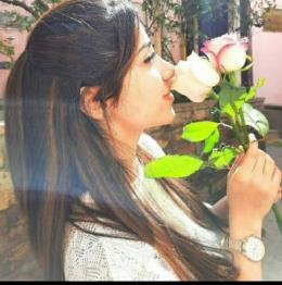 Sofia Wanita Azerbaijan yang lebih suka diberi hadiah bunga. (Dok. Pribadi/Lambok Dominikus)