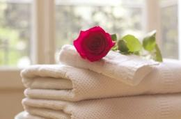 Kain sprei, sarung bantal, selimut besar, handuk, harus putih bersih (ilustrasi Pixabay)