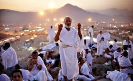 Hari Arafah tahun ini menjadi momen yang tepat bagi segenap anak bangsa, terutama umat Islam Indonesia untuk Taubat Nasional (deeninspiration.com)