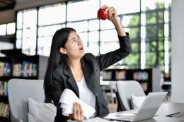 Seorang Karyawan Yang Kehabisan Uang. Sumber Riri Kusnadi