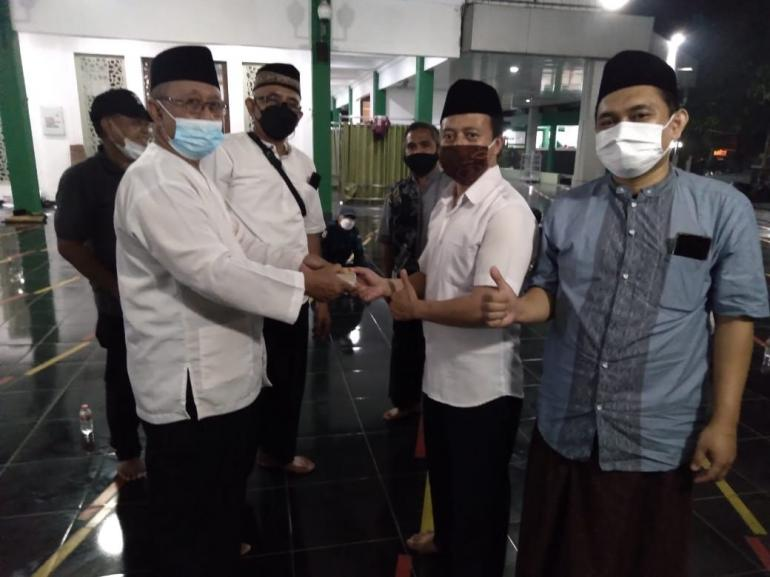DKM Daarul Ihsan menyerahkan secara simbolis kupon daging hewan kurban 2021 di Masjid Daarul Ihsan (19/7)