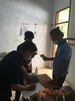 Setiap peserta harus melalui pengecekan suhu badan dan mengunakan masker dan handsanitizer sebagaimana protokol kesehatan yang berlaku (Dokpri)