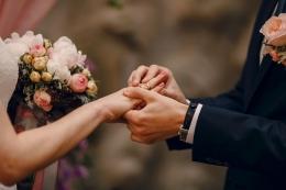 Ilustrasi menikah dengan WNA (sumber: prostooleh/freepik)