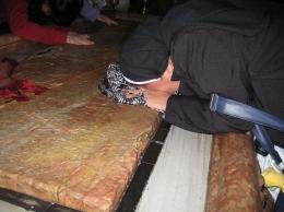 Batu tempat Jenazah Yesus dibaringkan oleh Bunda Maria ( dok pri )