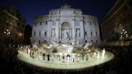 Fendi Fashion Show di Trevi Fountain. Sumber: www.sg.asiatatler.com