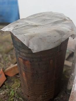 Drum bekas aspal sebagai penampung air hujan (dokumen pribadi)