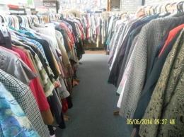 Pajangan pakaian priya dengan harga  1 dolar satu potong (do pribadi)