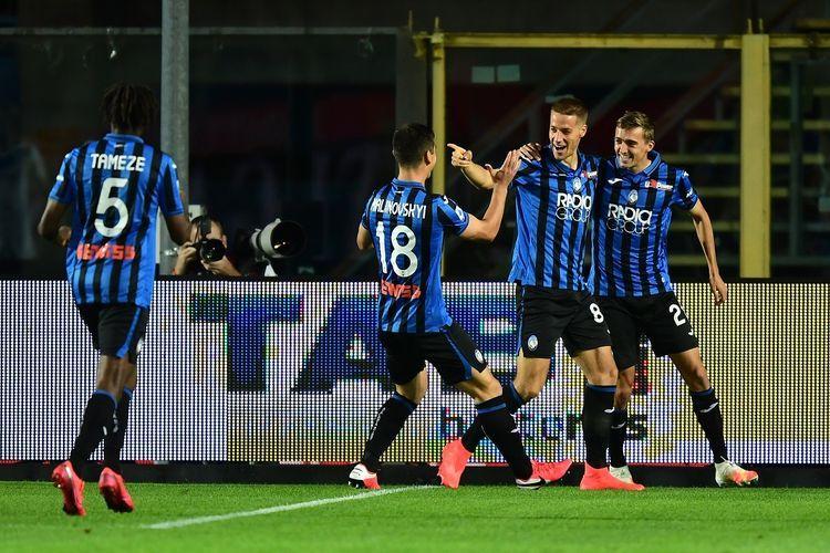 Para pemain Atalanta saat berlaga di Serie A. Foto: AFP/MIGUEL MEDINA dipublikasikan kompas.com
