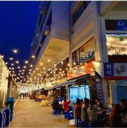 Restoran-restoran di sekitar Cheonggye Sewoon Plaza, credit to: IG @daisy_namnam