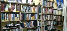 Buku dalam perpustakaan pribadi [Dok. Pribadi]