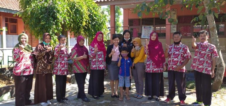 Pendidikan Sarat Cinta di Desa - Dokpri Nita Kris Noer