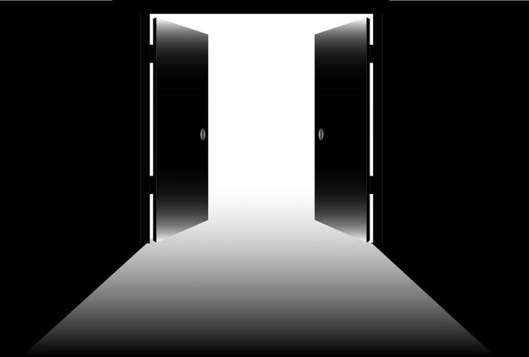 Cerpen Pintu Ruang Guru Masih Terbuka.Ilustrasi: Pixabay.com