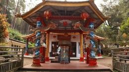 Vihara Dewi Kuan In sebagai tempat ibadah warga Tionghoa dan tempat wisata spiritual di Desa Balesari