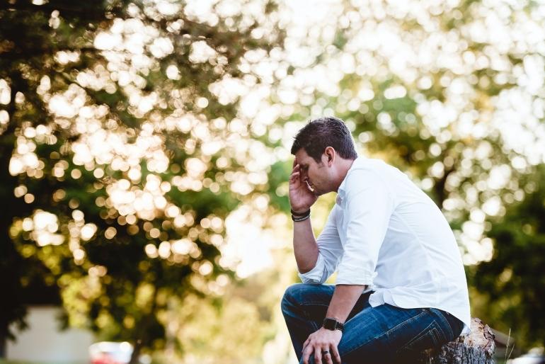 Bila kondisi stres seseorang tidak segera tertangani maka dampak psikologisnya akan lebih serius dan dapat menimbulkan gangguan mental berkelanjutan. (Photo by Ben White on Unsplash)