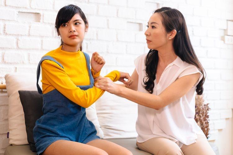Toxic parents bisa berdampak negatif pada perkembangan anak. Toxic parent terkadang tidak bisa dideteksi oleh orang luar karena penampakan orangtua dan keluarga ini bisa saja tampak baik-baik (Twinsterphoto via KOMPAS.com)