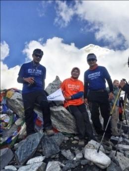 Everest Base Camp 5365 m : foto dokumentasi pribadi