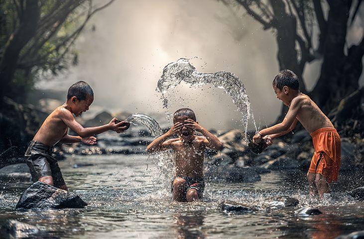 ilustrasi Foto : Anak-Anak Main di sungai (pixabay.com)