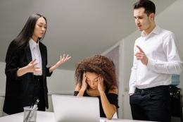 Cara mengontrol rasa cemas | Foto oleh Yan Krukov dari Pexels