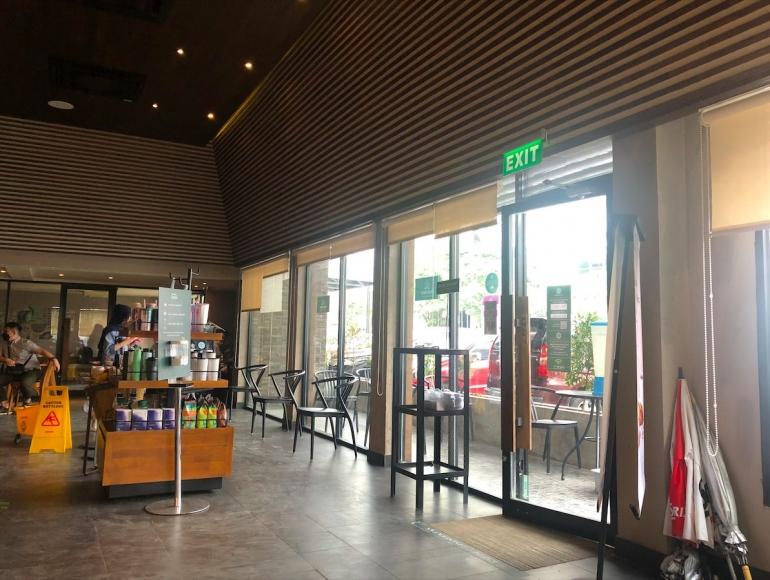 Starbucks (sumber : deddyhuang.com)