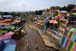 Wisata kampung warna warni di tepi aliran Sungai Brantas kota Malang, Jawa Timur. KOMPAS IMAGE/TRAVEL KOMPAS