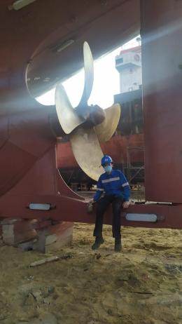Salah satu kegiatan docking kapal, memperbaiki propeller/dokpri