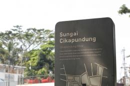 Papan informasi Sungai Cikapundung (Sumber: https://humas.bandung.go.id)