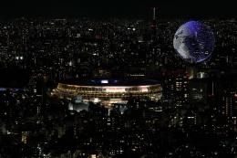 Lambang Olimpiade Tokyo 2020, yang melayang2 di langit Tokyo/www.aol.com