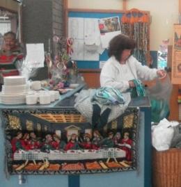 salah seorang karyawan second hand shop (dok pribadi)