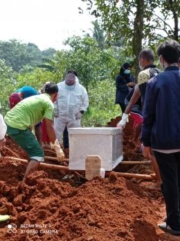 Pemakaman kakak ipar (dok.pri)