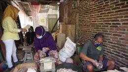 Pengrajin stik es krim di Purbalingga tetap bertahan di masa Pandemi/(dokpri)