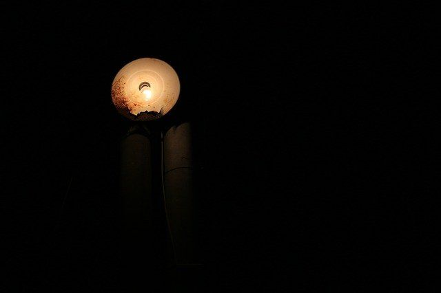 Ilustrasi Lampu Jalan (sumber gambar : pixabay.com)