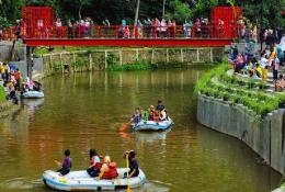 Wahana permainan air Teras Cikapundung (Sumber: https://wisatabaru.com)