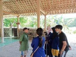 Pengambilan video juru kunci Makam Ki Ageng Rendeng (Media Creative/KKN UM)